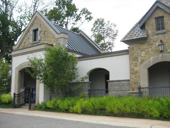 LochenHeath Golf Club: Outside of the clubhouse