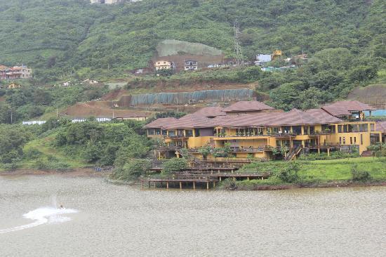 JenJon Holiday Homes Lavasa: Dasvion Club view from the Balcony