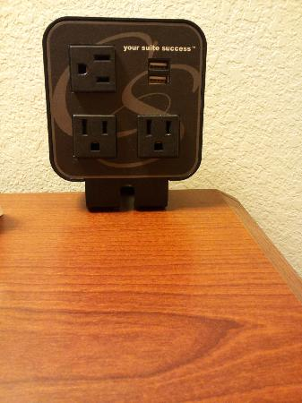 Comfort Suites Rochester: Computer charging location - 3 outlets 2 USB charging.