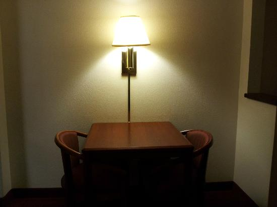 Comfort Suites Rochester: The table for two.