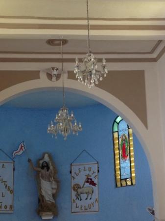 San Miguel Church (Iglesia de San Miguel): gorgeous chandeliers!