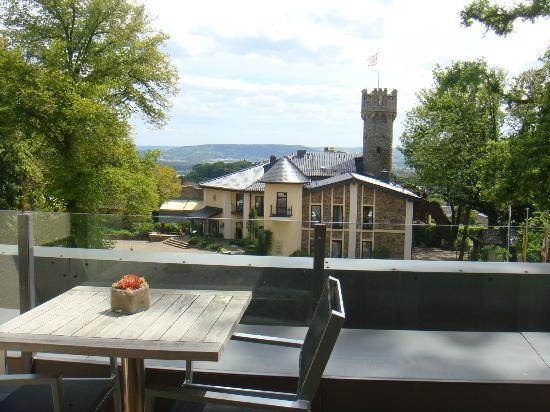 Relais & Châteaux Hotel Burg Schwarzenstein: patio