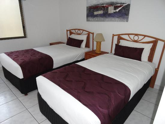 Roydon Beachfront Apartments : second bedroom