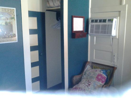 Pinon Court Cabins: Shot of the room