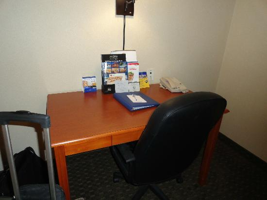 Best Western Plus Vancouver Mall Drive Hotel and Suites: Desk
