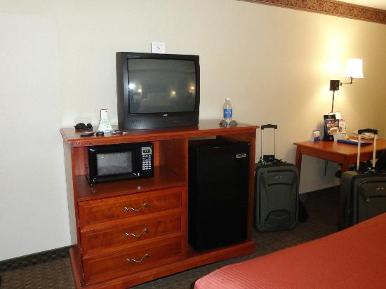 Best Western Plus Vancouver Mall Drive Hotel and Suites : Big refrigerator