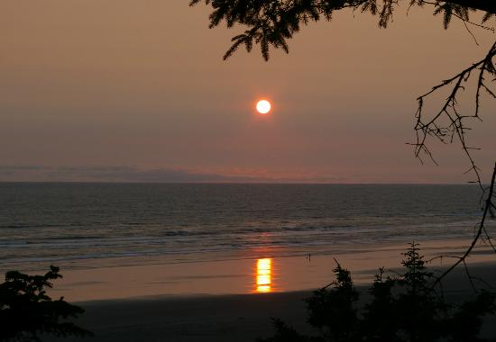Ocean Crest Resort: Setting sun at Moclips