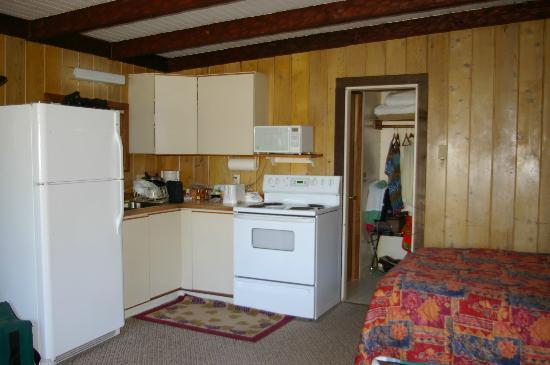 Ocean Crest Resort: Kitchen area