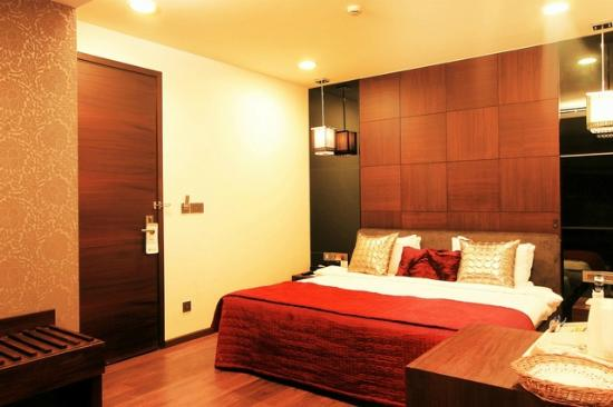 The Nanee Suites: LUXURY ROOM WITH KING SIZE BED