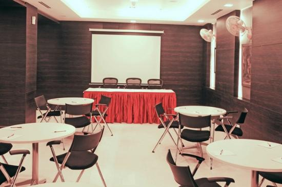 The Nanee Suites: CONFERENCE HALL