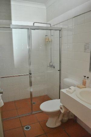 Thistle Hill Guest House: Large shower with good facilities
