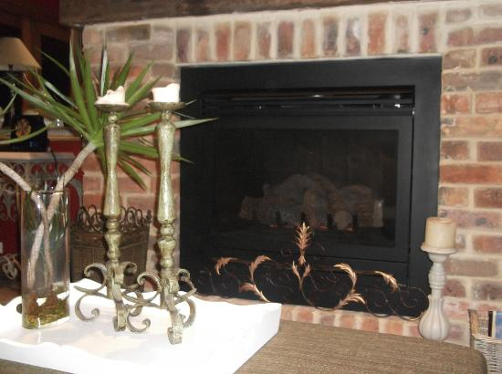 Thistle Hill Guest House: Cosy fire