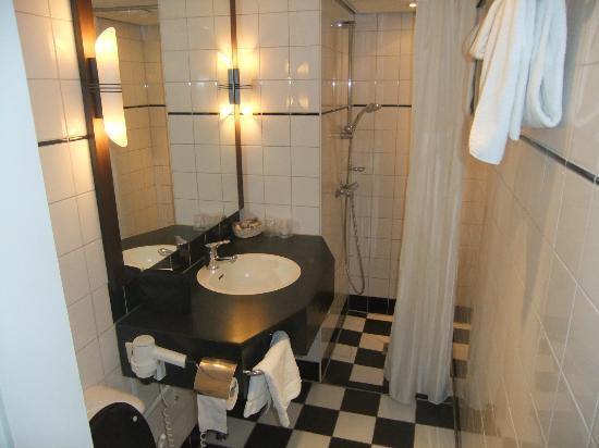 Best Western Plus Hotel Haarhuis: Bathroom