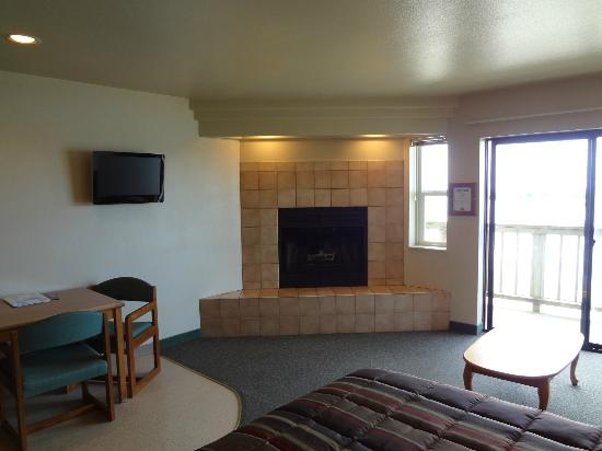 Sunset Oceanfront Lodging : Refurbished room in the Vern Brown Addition.