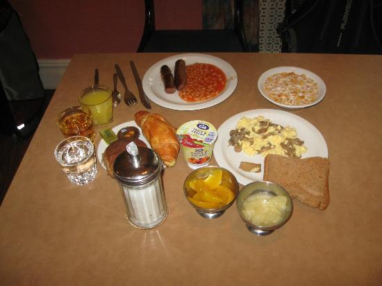 Bayswater Inn: My breakfast table