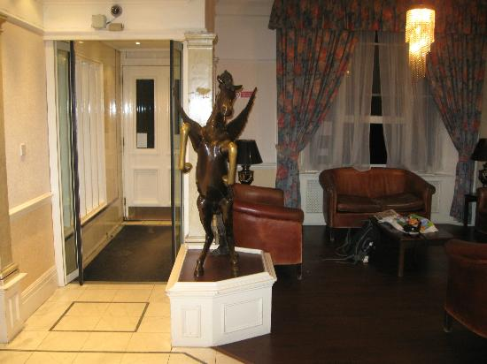 Bayswater Inn: This horse statue right near the entrance can't be missed...