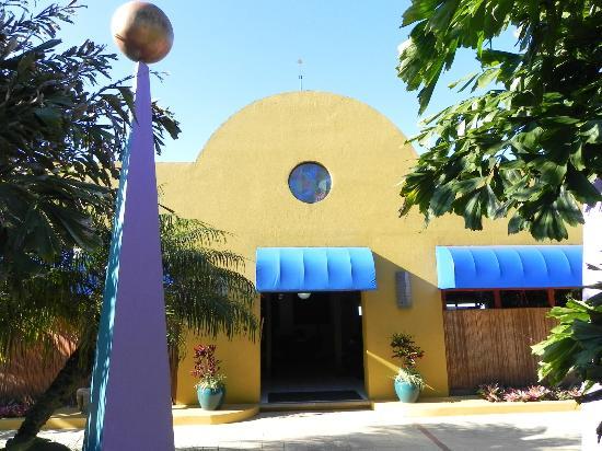 Xandari Resort & Spa: colorful