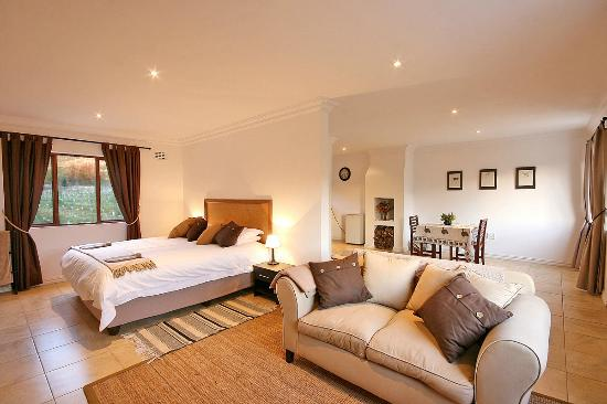 Stony Brook Cottages: A bedroom in one of our single cottages (Cottages 1, 2 and 3)