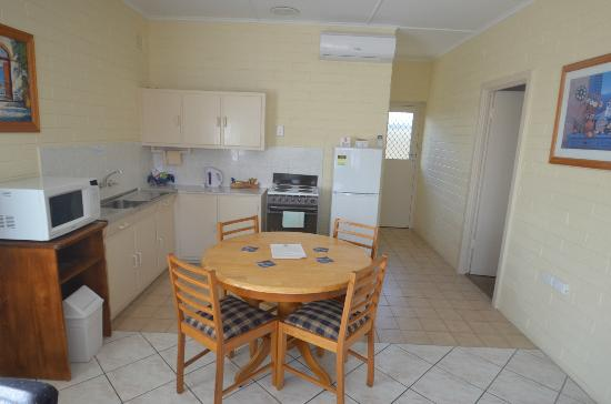 BEST WESTERN Melaleuca Motel & Apartments: Kitchen of Two Bedroom Apartment