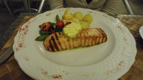 Hotel do Sado Business & Nature: Salmón a la plancha