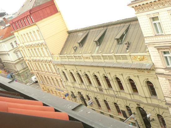 EA Hotel Sonata: vue sur la rue