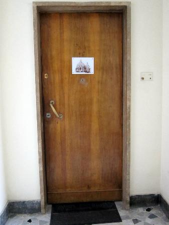 Le Cupole: entrance door