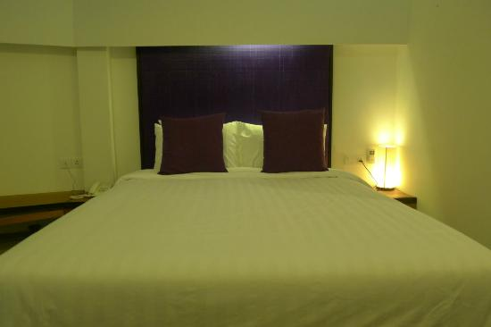 Central Prestige D'Angkor: The purple headboard