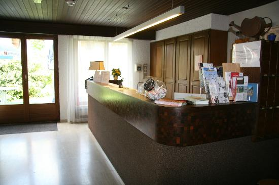 Hotel Eremitage: Our front desk