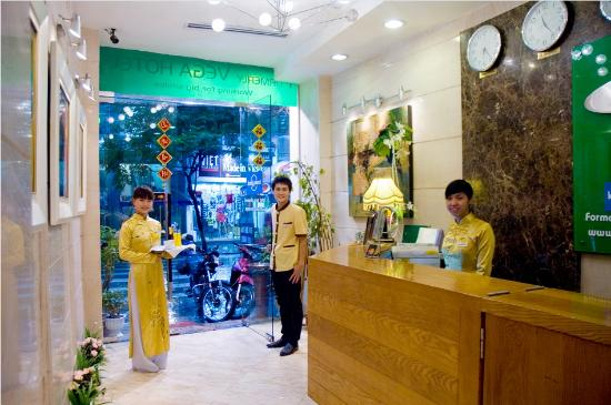 Nova Hotel: Receptionist