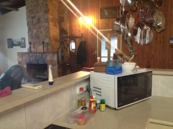 BackO'Bourke Motel: Kitchen