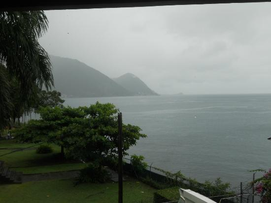 Fort Young Hotel: View from Room on a rainy day