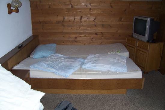 Alpengasthof zur Loisach: Zimmer