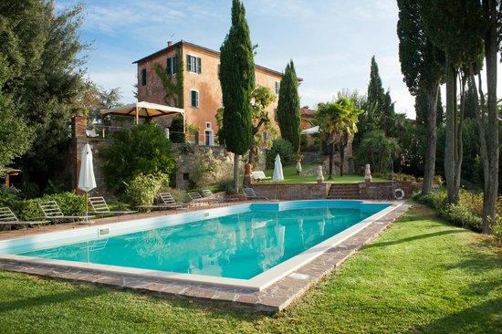 Villa il Poggio : esterno con piscina