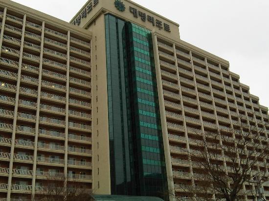 Daemyung Resort Gyeongju: bagian depan hotel