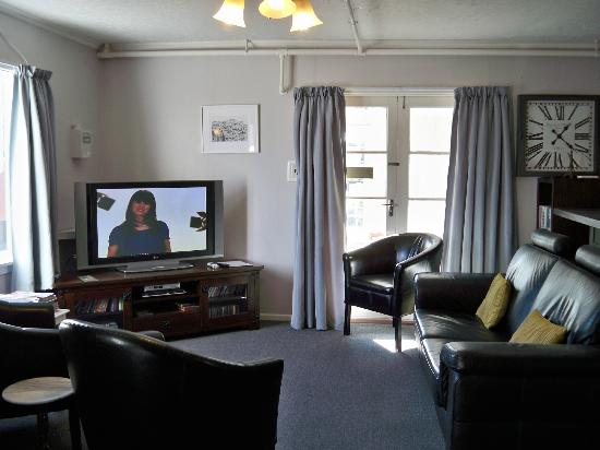 Rosie's Bed and Breakfast: Living Room - TV Area