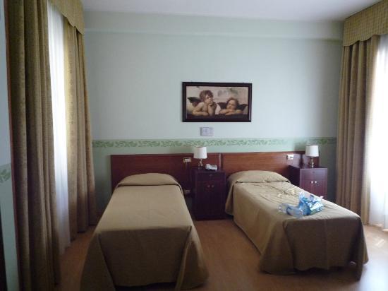 Hotel Terminus & Plaza : Chambre
