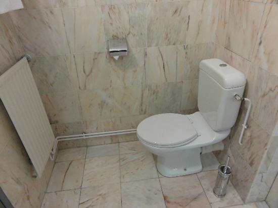 toilettes avec mur en marbre photo de couvent des minimes alliance lille lille tripadvisor. Black Bedroom Furniture Sets. Home Design Ideas