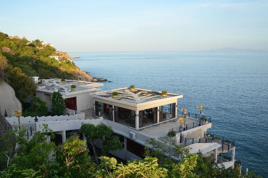 จามาคีรี สปา แอนด์ รีสอร์ท: Rooftop bar