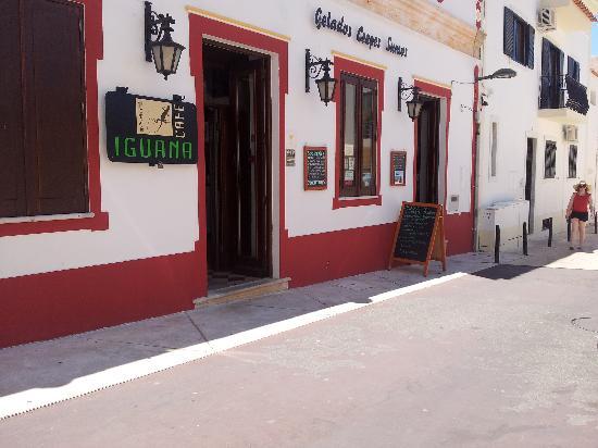 Iguana Cafe : Entrance at Rua Latino Coelho