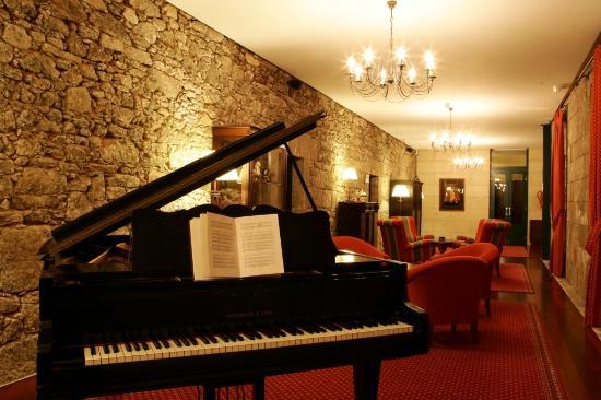 Hotel Monasterio de Aciveiro: Salón piano