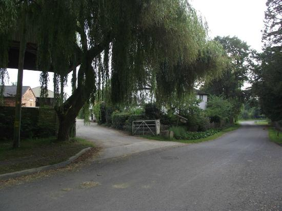 Dorsington, UK: the entrance to Chruch farm where a warm welcome awaits