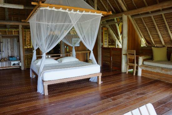 Nikoi Island: Bed