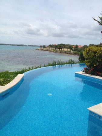 Jumby Bay Island: pool