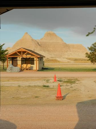 Cedar Pass Lodge: Cabin and view outside
