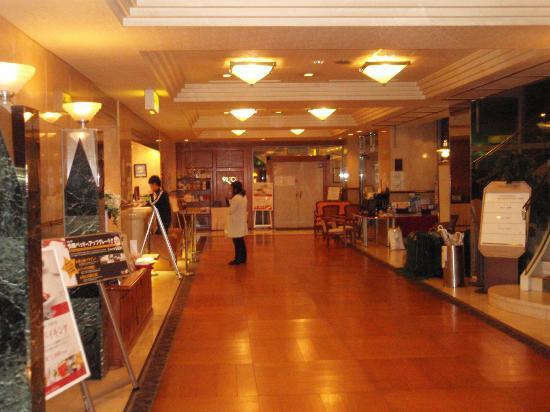 Hotel Claiton Shinosaka : ロビー