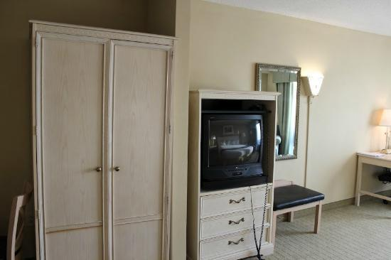 Holiday Inn Express Memphis Southwind: Old TV (the only complaint)
