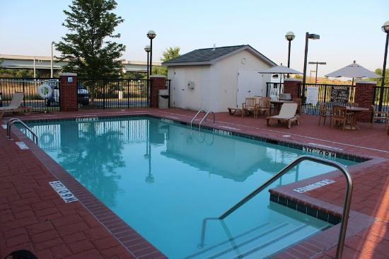 Holiday Inn Express Memphis Southwind: Nice (clean) pool