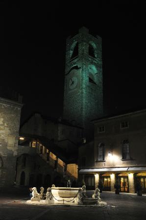 Piazza Vecchia: La piazza