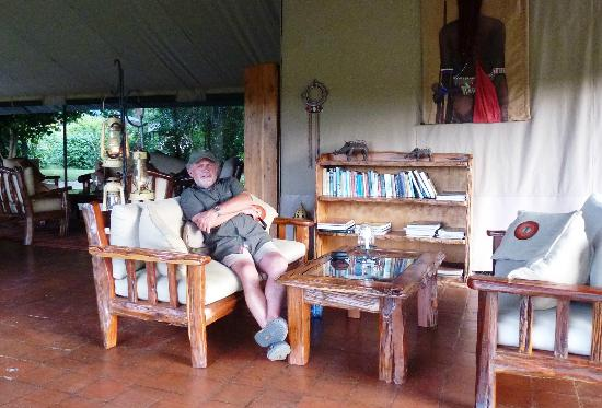 Governors' Il Moran Camp: Lounge bar area