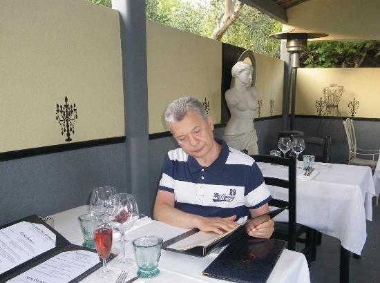 Restaurant Aux Caprices de Caroline : Studying the menu